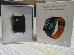 Relógio esportivo inteligente smartwatch.