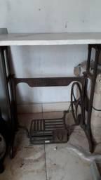 Pé de Máquina Vigorelli Antiga Com Pedra de Granito Branca