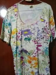 T-shirt feminina tamanho 52 T-plus estampada