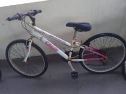 Bicicleta feminina para conserto