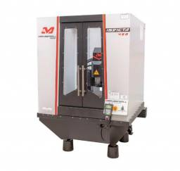 Centro de usinagem Fresadora CNC invicta450