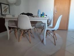 Mesa de  jantar com 06 cadeiras 1,40 x 1,40
