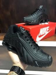 Tênis Nike Shox R4 - 270,00