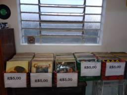 Discos de vinil em promoção cinco cada unidade