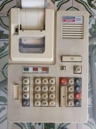 Calculadora antiga funcionando.