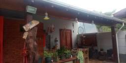 Vendo casa super segura ampla com piscina em Baependi MG