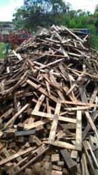 Doa-se ripas de madeira