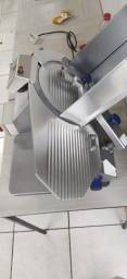 Maquina de cortar frios totalmente automatica