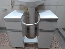 Gabinete móvel de banheiro