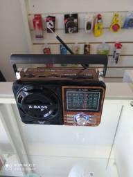 Radio portatil com lanterna