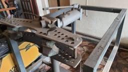Dobrador de tubos hidraulico com bancada