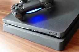 Título do anúncio: PS4 slim 1 muito novo controle 1tera 3 jogos mídia fisica