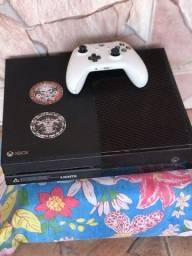 Título do anúncio: Vendo Xbox one 500 gb