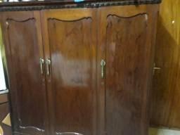Guarda Roupa 3 portas maciço de madeira trabalhada