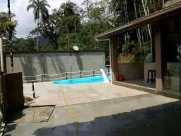 Troco casa de campo com piscina no pé da serra em ubatuba