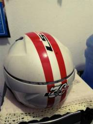Vendo capacete aberto LS2 .obs quebrei a viseira .Não sei quanto custa