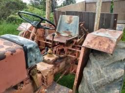 Trator Agrale 4200 com arado e grade