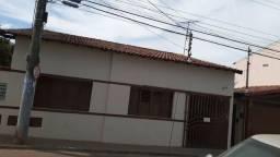 Centro Paracatu-MG - Casa com 5 quartos e 3 vagas de garagem