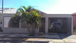 Casa Diferenciada no Res. Campos Dourados - Goiânia-GO