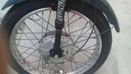 Mobilete transformada em bicicleta