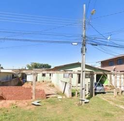 Terreno com três casas