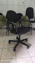 Cadeira reformada de secretaria