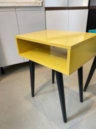 Título do anúncio: Mesa lateral amarela/azul turquesa!