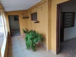 Aluga-se casa no Vila Maceno