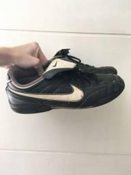 Chuteira de futsal Nike Tiempo preta