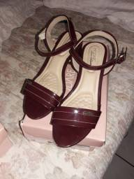 Vende-se sandalia nova quase nao usada