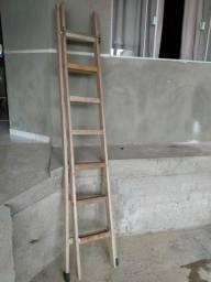 Escada madeira extensiva