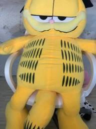 Pelúcia do Garfield gigante