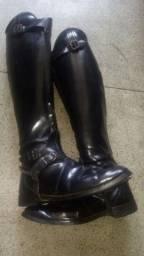 Bota de couro com zipe, solado novo