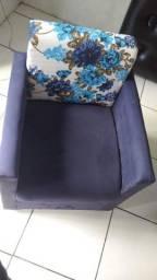 Vendo um sofá e duas poltronas