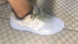 Título do anúncio: Tênis da Nike original 40
