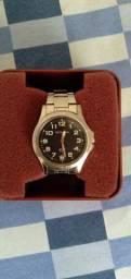 Relógio Technos com pulseira em aço