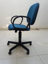 2 cadeiras de escritório na cor azul