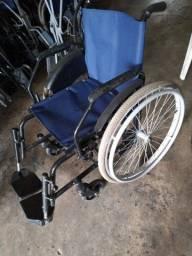 Aluga-se cadeiras de rodas e de banho