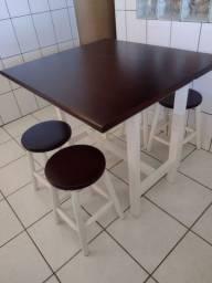 Mesa-dobravel em madeira com 4 banquetas em ótimo estado!