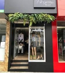 Casa simples com loja na frente