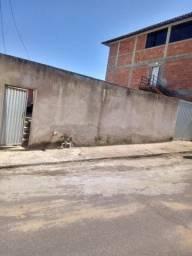 Casa em Balneário de Iriri, em rua pública.