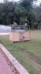Maquina de moldagem para plasticos a gas e vacuo