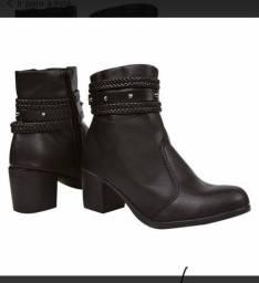 Vendo esta bota, motivo comprei na internet é um número maior doque o meu