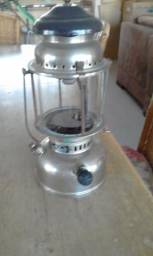 Lampião antigo a querosene
