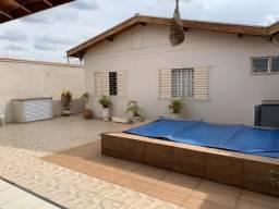 Título do anúncio: Casa com três dormitórios e piscina em Araras-SP