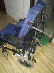 Vendo cadeira de roda motorizada da freedom