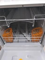 Vende-se uma lava louça