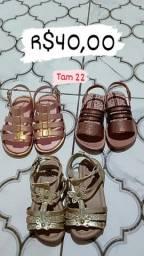 Sandálias e tênis infantis de menina