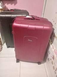 Vendo 2 malas grandes de viagem. Plastico duro e resistente