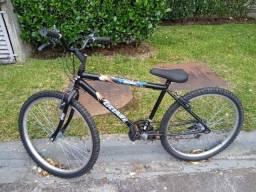 Bicicleta aro 26 quase nova